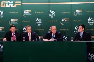 先週月曜14日。全英オープン会場ホイレークで行われた、2016年リオ五輪の記者発表。右から2人目が、ドウソン会長。 その左がボウトウ副会長。世界中の記者が集まる場所だけに、多くの質問が飛んだ(R&A提供)