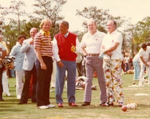 40年前1975年の、ジャッキー・グリースン・インベラりークラシック。左からニクラス、グリースン、フォード大統領、ボブ・ホープ。当時の米社会の顔(coutesy of Nicklaus Companies)